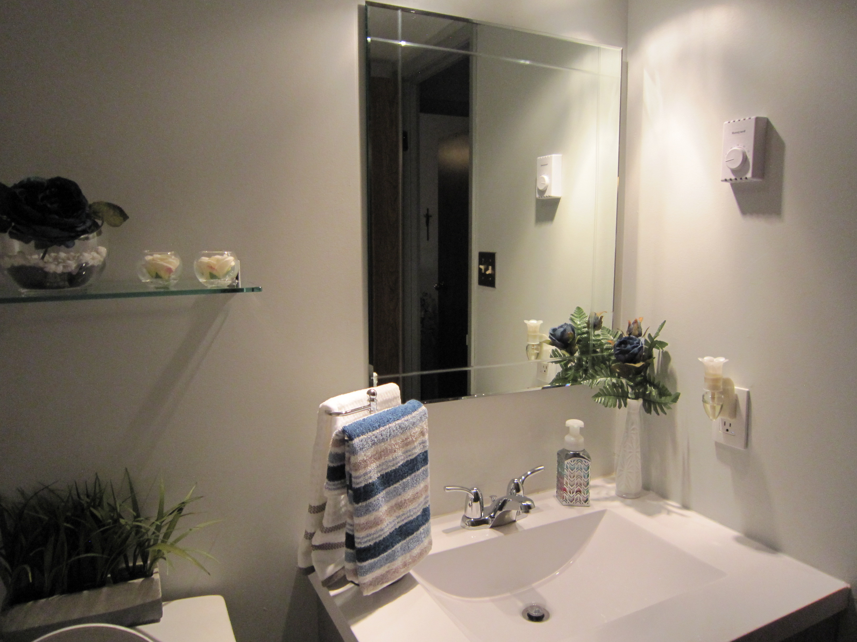 sarona-bathroom